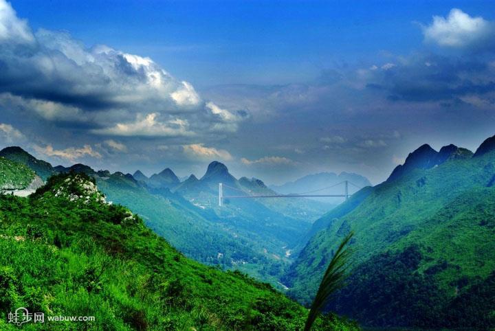 黄果树风景区位于贵州省安顺